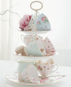 High Tea - reminds me of my royal albert tea set! Royal Albert, Deco Pastel, Afternoon Tea Parties, Mid Afternoon, My Cup Of Tea, Vintage China, Vintage Teacups, Tiered Cakes, Tea Time