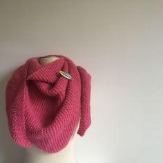Il y a quelques semaines, je découvrais la nouvelle gamme, plus hivernale, des laines Pingouin, la Pingo Cosy. Quand j'ai vu ce rose, je n'ai eu qu'une seule envie : me blottir de…