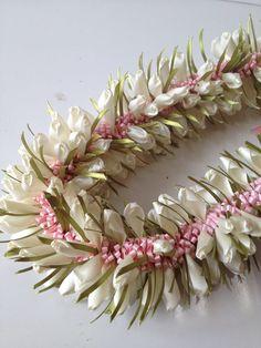 Ribbon Lei, Ribbon Garland, Diy Ribbon, Ribbon Work, Ribbon Crafts, Flower Crafts, Diy Crafts, Garlands, Hawaiian Crafts