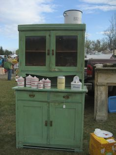 MUST go to more flea markets, rummage sales and estate sales. I'm missing out big time.