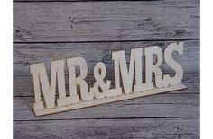 Natúr fa Mr & Mrs felirat talppal - Esküvői kiegészítők - kosarbolt