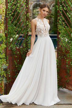 29a2eb8960 Légiesen könnyed chiffon esküvői ruha különleges illúzió betétekkel és  csipkemintával díszített felsőrésszel. Esküvői Ruha,