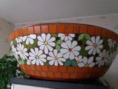 Compre Vaso bacia em mosaico no Elo7 por R$ 250,00 | Encontre mais produtos de Vaso Decorativo e Decoração parcelando em até 12 vezes | Lindo vaso de cerâmica topo bacia , ideal para plantio de suculentas e rosa do deserto, revestida em mosaico floral em azulejos e pastilhas de vidro., C8C934