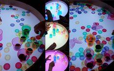 Colored plastic glasses play on Magic light table / krāsainu plastmasas glāzīšu spēles uz Smilšu lampas!