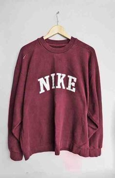 I'm absolutely in love with this — would be perfect for those mornings that come way too early & are cold enough to make you never wanna lave the… – Sweatshirt Winter Outfits, Casual Outfits, Cute Outfits, Fashion Outfits, Fashion Trends, Boot Outfits, Nike Fashion, Fashion Styles, Fashion Fashion