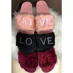 3ef8adb83 Encontre mais produtos de Calçados, Roupas e Bolsas, Sapatos, Sandálias e  Chinelos, Chinelos, Feminino, Outras Marcas.