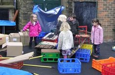 crates, boxes and tubes in the outdoor area Eyfs Outdoor Area, Outdoor Play Spaces, Outdoor Areas, Outdoor Education, Outdoor Learning, Outdoor Activities, Eyfs Classroom, Outdoor Classroom, Classroom Ideas