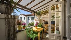 Balcony roof designs deck mediterranean with potted plants covered balcony succulent Balcony Design, Roof Design, Plant Covers, Upcycled Home Decor, Guest Suite, Outdoor Dining, Garden Furniture, Potted Plants, Decks