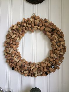 Wine cork wreath Grapevine Wreath, Burlap Wreath, Wine Cork Wreath, Interesting Stuff, Grape Vines, Champagne, Wreaths, Country, Creative
