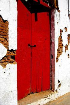 Red door, San Juan Puerto Rico - Llanos Colon