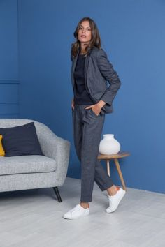 20 tendances de l'automne en 60 looks forts 20 fall trends in 60 strong looks - Casual Work Outfits, Business Casual Outfits, Mode Outfits, Work Casual, Business Fashion, Fashion Outfits, Womens Fashion, Sneakers Fashion, Work Fashion