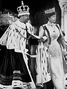 Crowning picture of King George V and Queen Mary of Great Britain.
