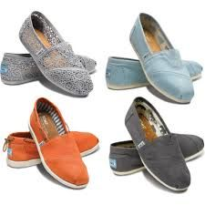 Toms shoes are discount, and time is limited.The price is only $17.95.