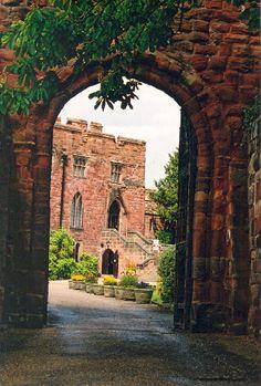 :Archway into Shrewsbury Castle, Shropshire, England, built in 1067