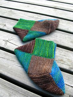 knitted slippers - a friend from Finland just gave me a pair just like… Crochet Socks, Love Crochet, Knitting Socks, Crochet Stitches, Knit Crochet, Elf Slippers, Knitted Slippers, Knitting Projects, Knitting Patterns