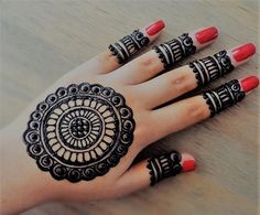Many women do not want a full mehndi design such as the traditional ones and opt for simple designs that do not have lots of intricate elements. If you are one of them, then simple finger mehndi designs is the new trend you should watch out for! Circle Mehndi Designs, Latest Simple Mehndi Designs, Round Mehndi Design, Mehndi Designs For Kids, Finger Henna Designs, Legs Mehndi Design, Henna Art Designs, Mehndi Designs For Beginners, Mehndi Designs For Fingers