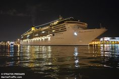 Το Costa Atlantica αποπλέει βράδυ από τον Πειραιά. 28/03/2015.