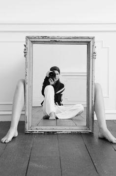Ideas Photography Portrait Creative Perspective For 2019 Mirror Photography, Self Portrait Photography, Photo Portrait, Reflection Photography, Framing Photography, Creative Photography, Fine Art Photography, Photography Poses, Perspective Photography