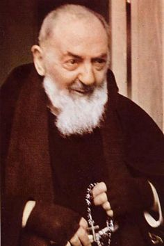 Padre San Pio, al que con cariño llamo ''piecho''. No olvidéis nunca de ver su película. Es preciosa.