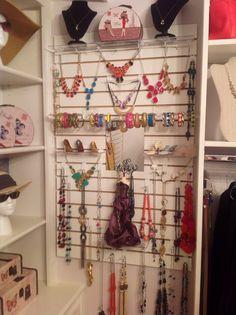 New closet accessory slat board