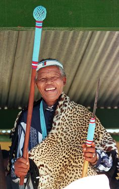 Traditions Mandela jokingly poses with a spear, presented to him with traditional clothes at an election rally at Mngqesha, the former 'Great Place' of a famous Xosha king, on April Past Presidents, Black Presidents, Nelson Mandela, African Traditional Dresses, Traditional Outfits, Xhosa Attire, African National Congress, Nurse Photos, First Black President