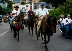 Venezuelans clog roads in new anti-government protest