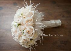 ❤ this bouquet. Not sure how I feel about the feathers though.
