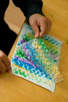 Bubble Wrap Prints: This is such a fun activity for kids of all ages. Simply paint on bubble wrap and then press onto paper to create dotty prints. Bubble Wrap Crafts, Bubble Wrap Art, School Age Activities, Toddler Activities, Activities For Kids, Painting Activities, Preschool Crafts, Crafts For Kids, Arts And Crafts