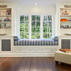 great use of storage and seating, cabinet door contrast