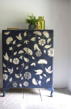 Hand Painted Furniture, Paint Furniture, Furniture Makeover, Furniture Design, Diy Furniture Plans Wood Projects, Upcycled Furniture, Diy Home Decor, Room Decor, Creation Deco