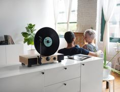 Floating-Record----Vertical-Turntable-01