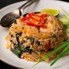 Thai Chilli & Basil Fried Rice – Marion's Kitchen – Asian Foods Basil Fried Rice, Thai Fried Rice, Quinoa Fried Rice, Shrimp Fried Rice, Vegetable Fried Rice, Thai Rice, Rice Recipes, Lunch Recipes, Asian Recipes