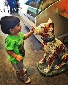 Pedro e sua paixão por cachorros na @bonjourgourmet!  #babydicas #diadospais #aracaju