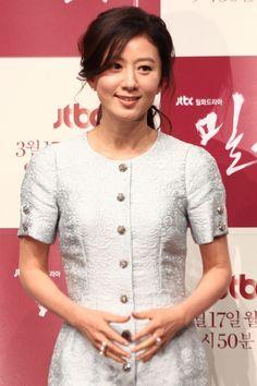 Korean Celebrities, Korean Actresses, Office Outfits, Elegant Woman, Mantra, Pretty Girls, Kdrama, Entertainment, Hairstyles