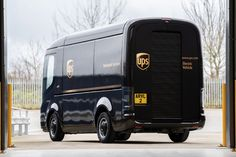 Both companies are co-developing electric delivery vehicles for UPS. Continue reading UPS orders e-delivery vans from the British startup Arrival on Inceptive Mind. Ups Delivery, Electric Van, Electric Truck, Us Postal Service, United Parcel Service, Mercedes Benz, Skateboard, Job Pictures, Van