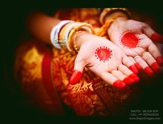 Fulfill a Wedding Tradition with Estate Bridal Jewelry Bengali Bridal Makeup, Bengali Wedding, Bengali Bride, Rangoli Side Designs, Mehandi Designs, Big Fat Indian Wedding, Indian Bridal, Wedding Looks, Bridal Looks