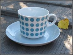 Arabia POP kahvikuppi ja asetti - FourSeasons.fi Coffee Cups, Tea Cups, Marimekko, Retro Design, Finland, Kitchen Decor, Blue And White, Pottery, Ceramics