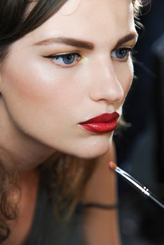 Jason Wu Spring 2013  JASON WU - Eyes were then given a golden glow, before lips were filled in with a lipstick brush. To finish the look, brows were filled in and cheekbones lightly contoured.