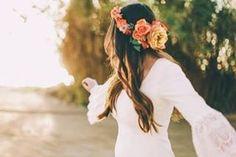 A noite antes do casório é recheada de muitos sentimentos. É ansiedade, felicidade, um tantinho de medo, são muitas coisas que passam pelo coraçãozinho das noivas. Então é bom se ligar em algumas coisas para fazer antes de dormir, para relaxar e conseguir focar só no que interessa: o amor. Vem ver as 10 dicas do que fazer antes do grande dia: www.casareumbarato.com.br