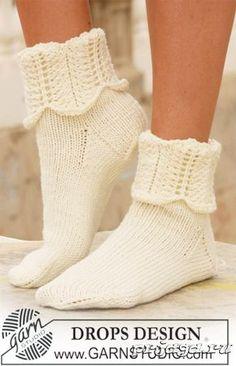 Носочки спицами с ажурными манжетами