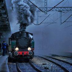 #repost @jkrzeszovskyphotos  W sobotę można będzie ustrzelić parowóz we Wrocławiu o 10.18 przyjeżdża na Główny,  o 10.32 odjeżdża do Obornik Śl., na Główny wróci o 13.05, a o 13.31 pojedzie znowu do Obornik Śl.  #parowóz #lokomotywa #steam #locomotive #dampflokomotive #паровоз #wroclaw #wroclove