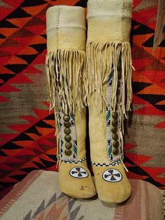 Modern Native Americans still wear and sell many traditional types of Native American knee-high moccasins. Native American Moccasins, Native American Decor, Native American Clothing, Native American Photos, Native American Fashion, Native American Indians, Native Indian, Native Art, Boho Boots