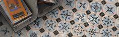 Serie de pavimento World Parks en formato 31,6X31,6 cm., fabricada en gres con acabado tipo hidraulicos.