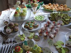 Baby Shower - Tea Party! by Amélie Cupcakes!, via Flickr