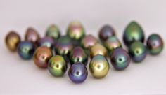 lot of not so black black pearls also knows as tahitian pearls from the cook islands gambier islands and Tahiti