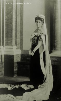 Princess William of Sweden (nee Grand Duchess Maria Pavlovna the Younger) (pregnant with her son Lennart at the time) wearing the Cartier sapphire and diamond parure given to her by her father Grand Duke Paul as a wedding present. Nice view of necklace. Present whereabouts, if in existence, unknown.