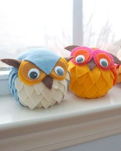 DIY owls. Things you need:  2 – 4″ Styrofoam Balls   4 – 25mm Googly Eyes  4 – Felt Squares (3 colors of your choice and one brown felt for the beak and ears)  Glue Gun and Glue Sticks  Owl One Template. Link on site