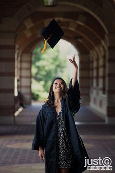 Graduation Picture Ideas: Tossing the cap! #GraduationPictureIdeas