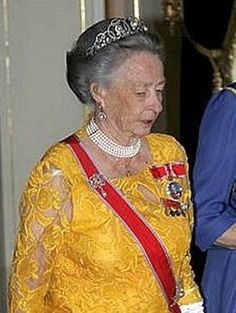 The Princess Ragnhild of Norway (1930-2012) was the first child of King Olav V of Norway and his wife Princess Martha of Sweden. Married in 1953 to Erling Lorentzen, she lived most of the year in Rio de Janiero, Brazil, but returned to Norway for major family events. the opportunity to see her wear tiaras family including this one that came from his paternal grandmother Queen Maud of Norway.