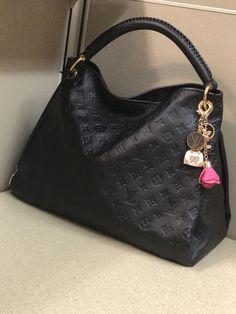 d89e55df07ab9 I am so in love with this bag LV Artsy - LV Pochette - Latest and trending  LV Pochette. - I am so in love with this bag LV Artsy
